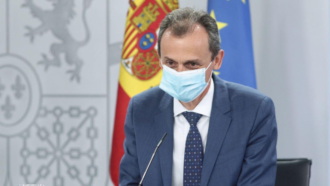 El ministro de Ciencia e Innovación, Pedro Duque, a su llegada a la comparecencia en rueda de prensa posterior al Consejo de Ministros celebrado en Moncloa este martes 30 de junio