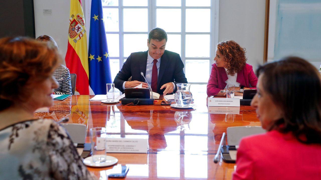 La ministra de Industria, Comercio y Turismo en funciones, Reyes Maroto, y la ministra Portavoz, y de Educación y Formación Profesional en funciones, Isabel Celaá, comparecen ante los medios de comunicación tras la reunión del Consejo de Ministros
