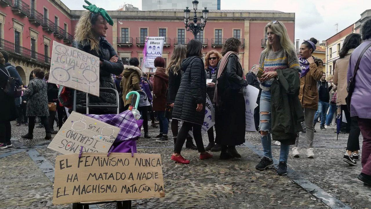 La concentración del 8-M, en la plaza del Ayuntamiento de Gijón