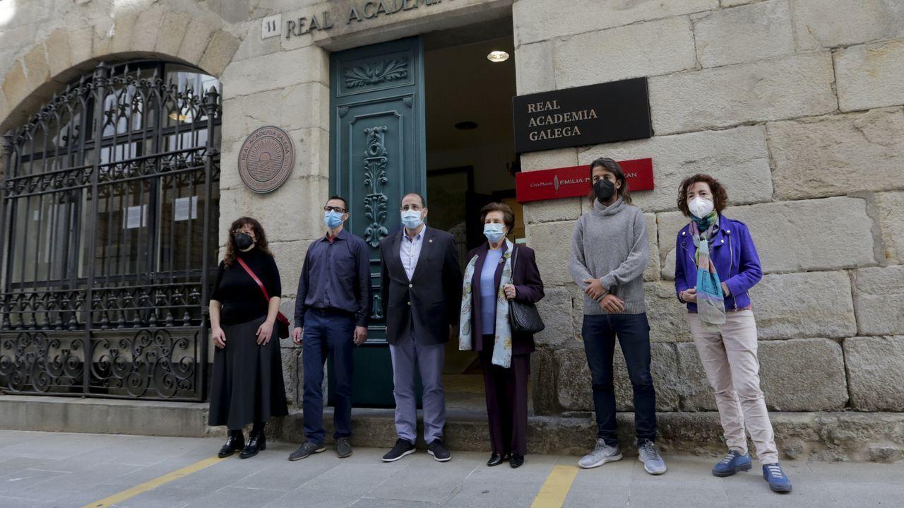 Académicos e familiares de Arias, xunto con autores da serie, presentaron o proxecto