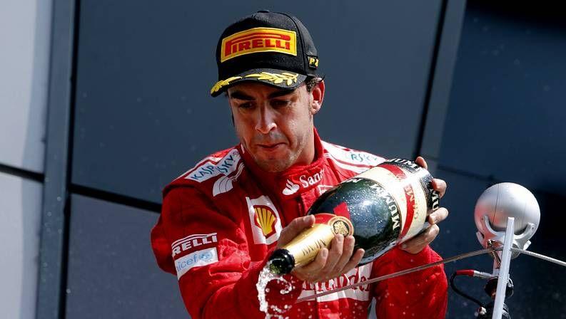 Alonso abandona tras salirse en la primera curva de Suzuka