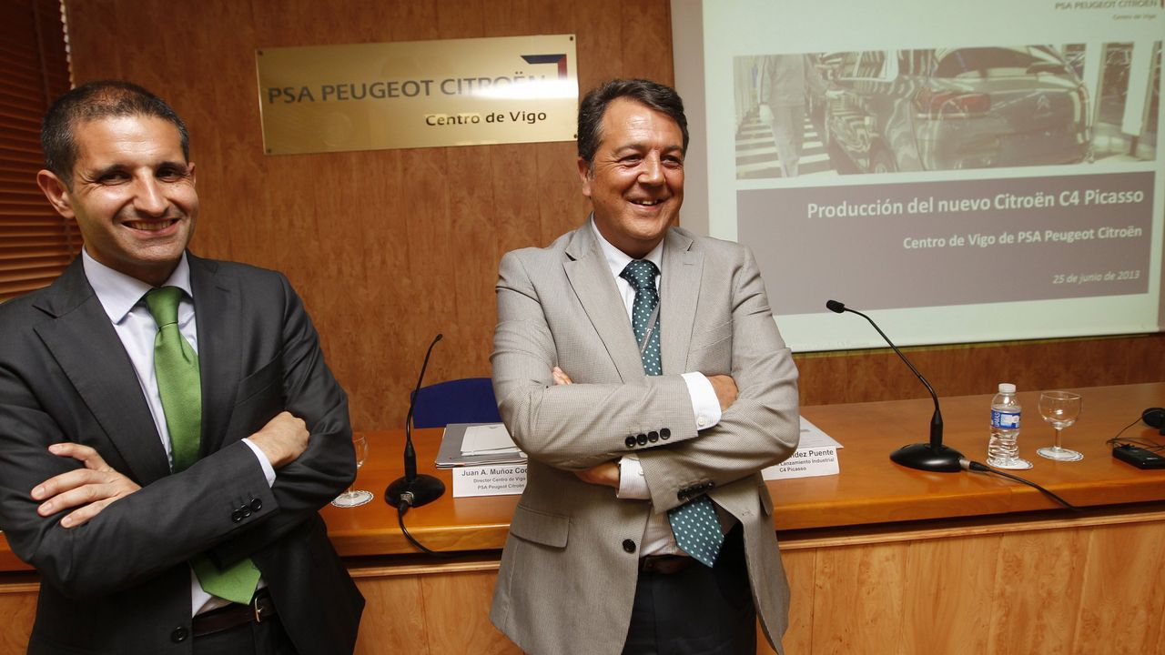 Voznatura en el colegio Mariano.Muñoz Codina, con chaqueta gris, en su etapa anterior en la planta de Vigo