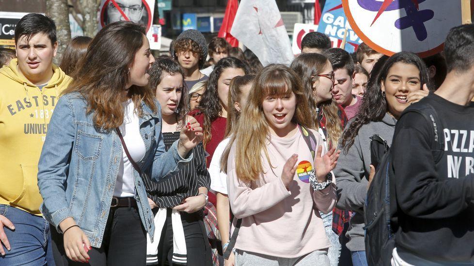 Manifestación del Sindicato de Estudiantes en Oviedo.Manifestación convocada por la Plataforma Galega en Defensa do Ensino Público en A Coruña