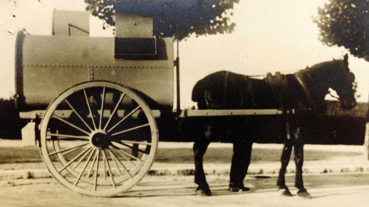 Carro del Servicio de Arrastres y Limpiezas en la década de 1940