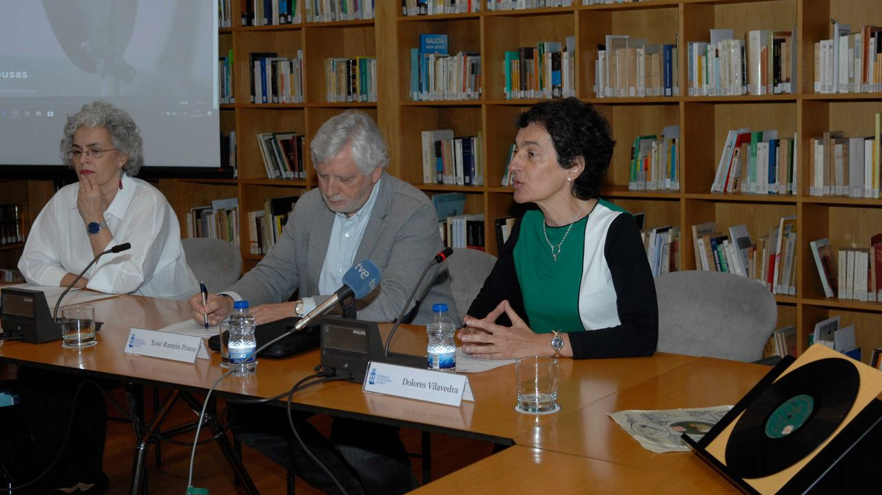 Cristina Pujales (esquerda), Xosé Ramón Pousa e Dolores Vilavedra presentaron o proxecto de difusión Lousas