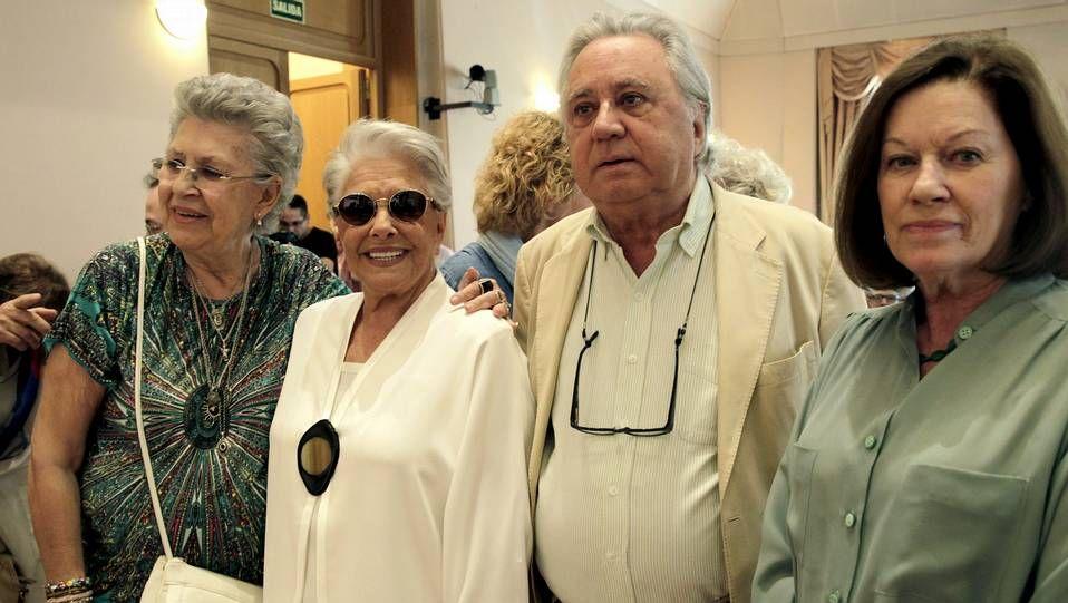 Herrera, junto a la actriz Pilar Bardem, el productor José Sámano y Natalia Figueroa.