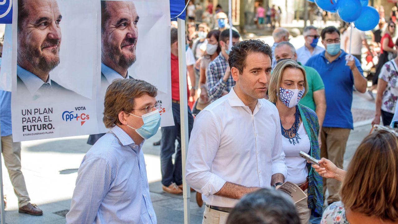 José Luis Martínez-Almeida y Teodoro García Egea, ayer en Bilbao