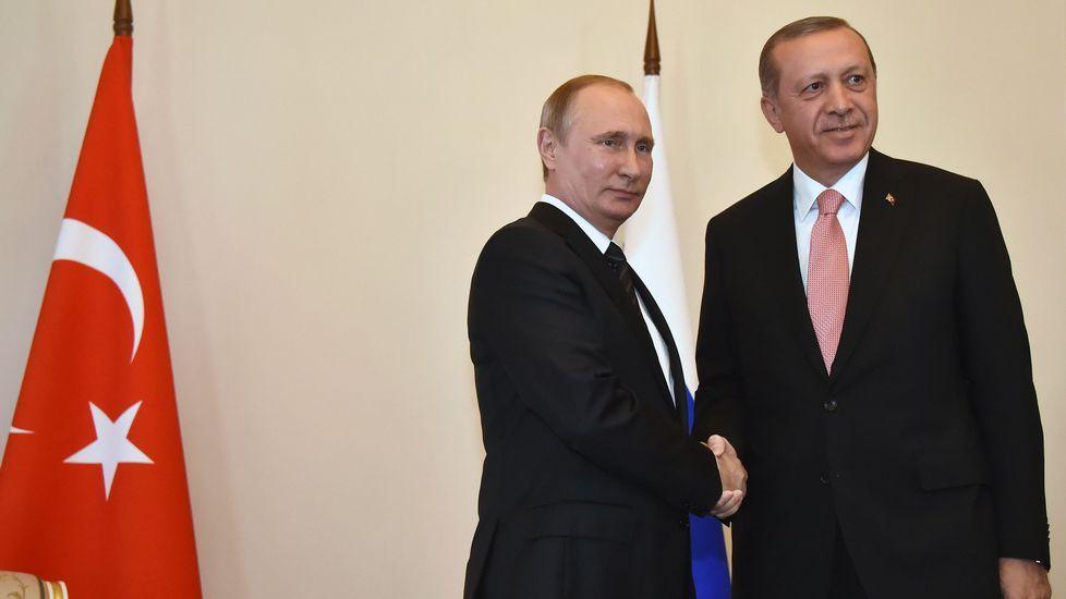 Bufandas con el rostro de Erdogan en Ankara