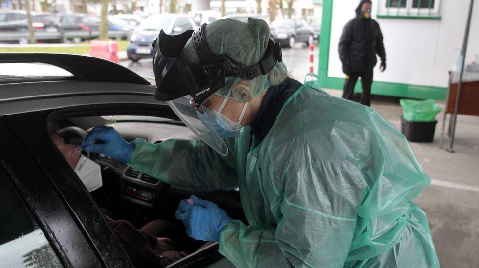 Cerca de cuatrocientas personas pasaron el miércoles por el hospital de Monforte para hacerse priuebas PCR