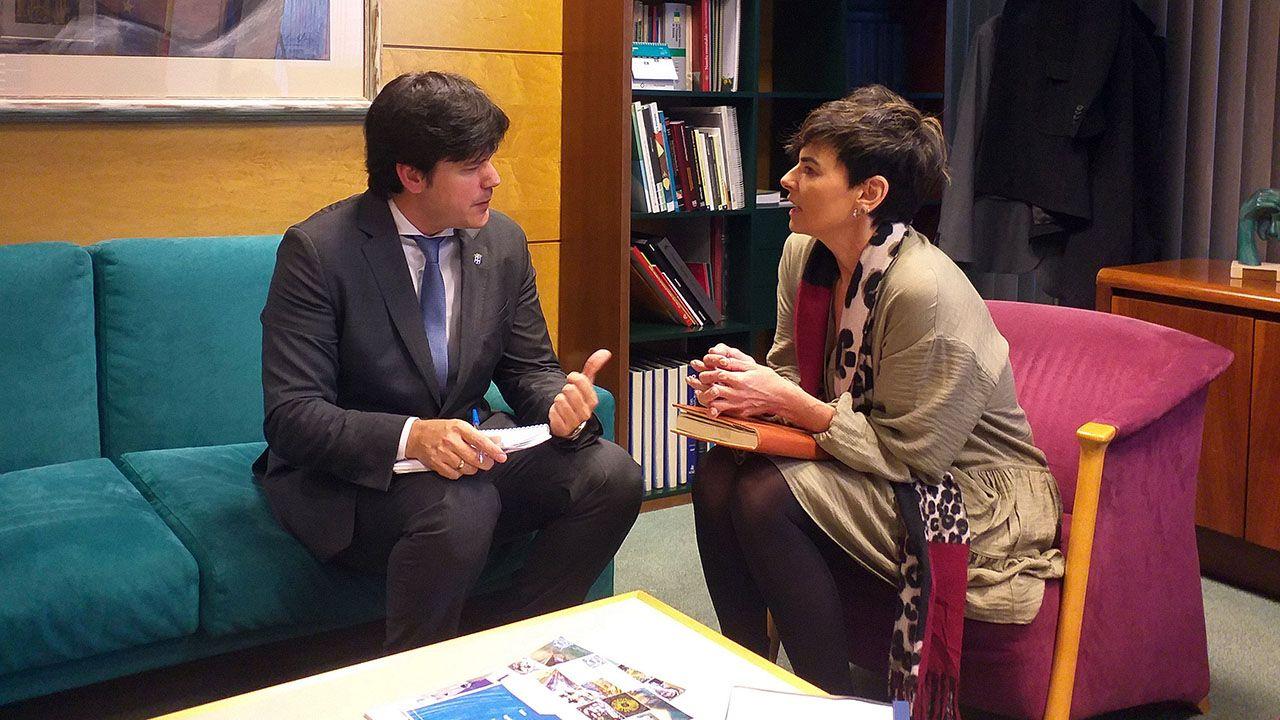 El consejero de Ciencia, Innovación y Universidad, Borja Sánchez y la directora del Centro de Referencia Estatal para Personas con Discapacidades Neurológicas de Langreo, Rocío Allande