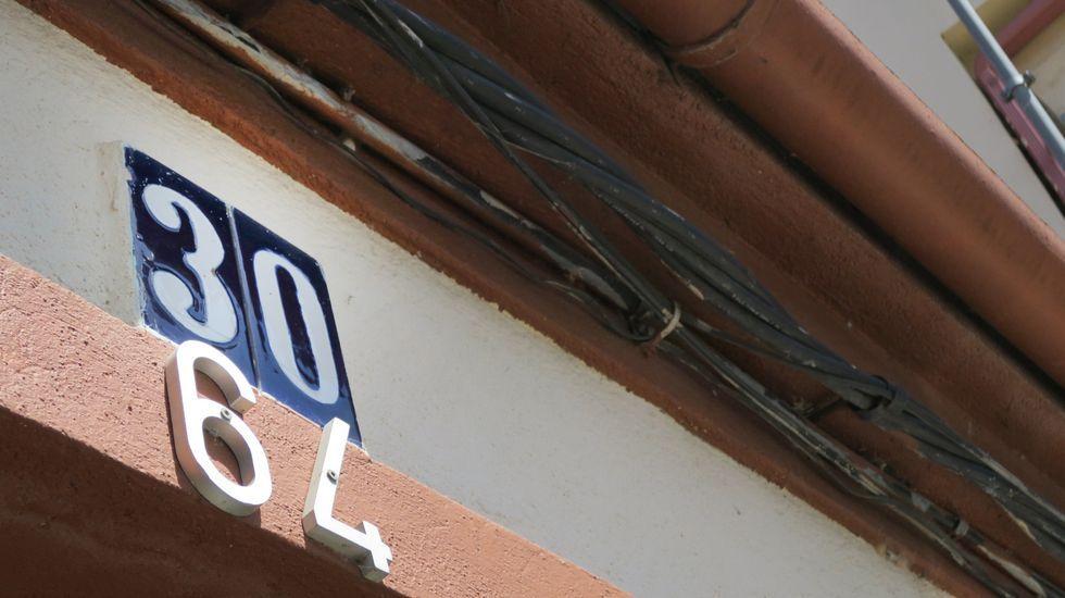 Dos números asignados a una misma casa en una calle de Monforte