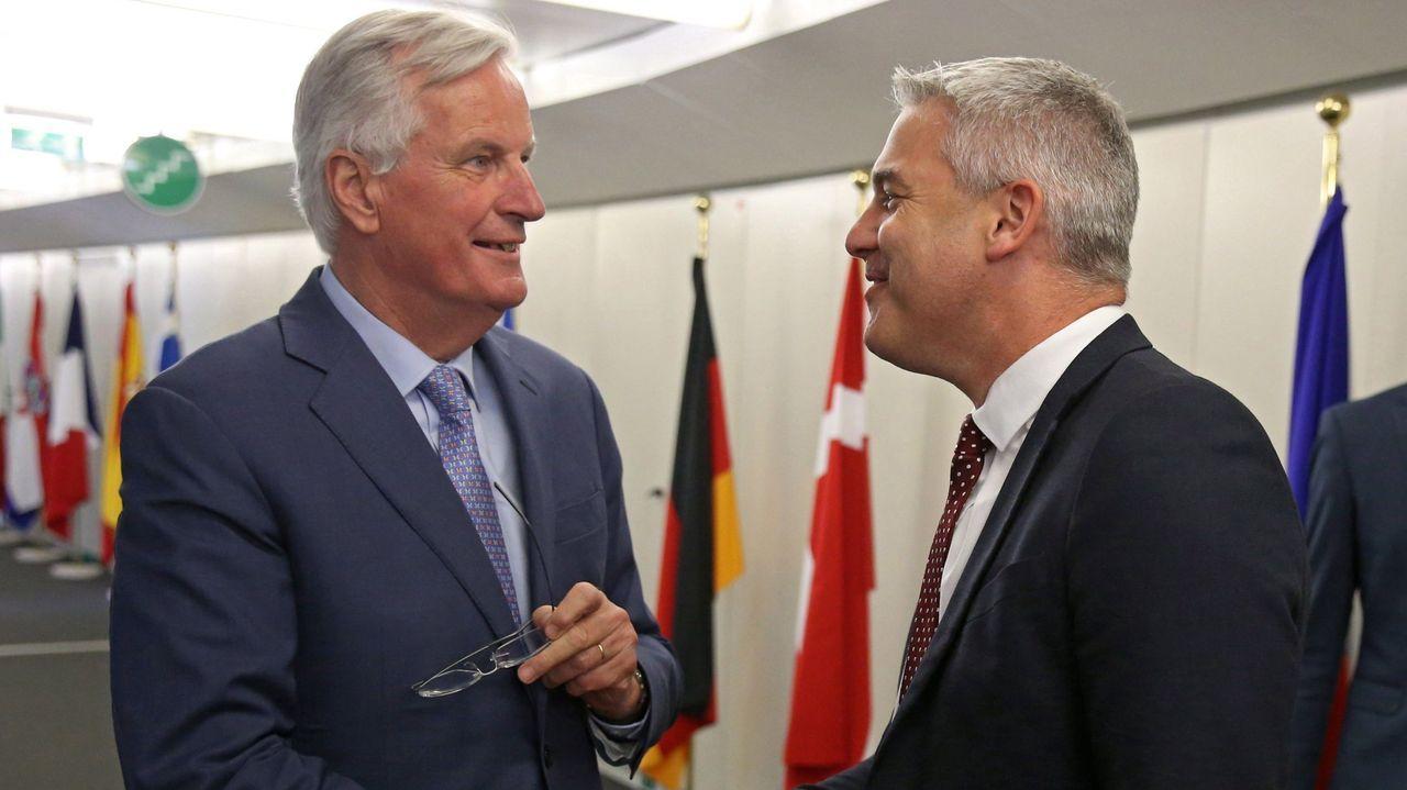 El negociador de la Unión Europea, Michel Barnier (izquierda), junto al negociador del brexit del Reino Unido, Stephen Barclay (derecha)