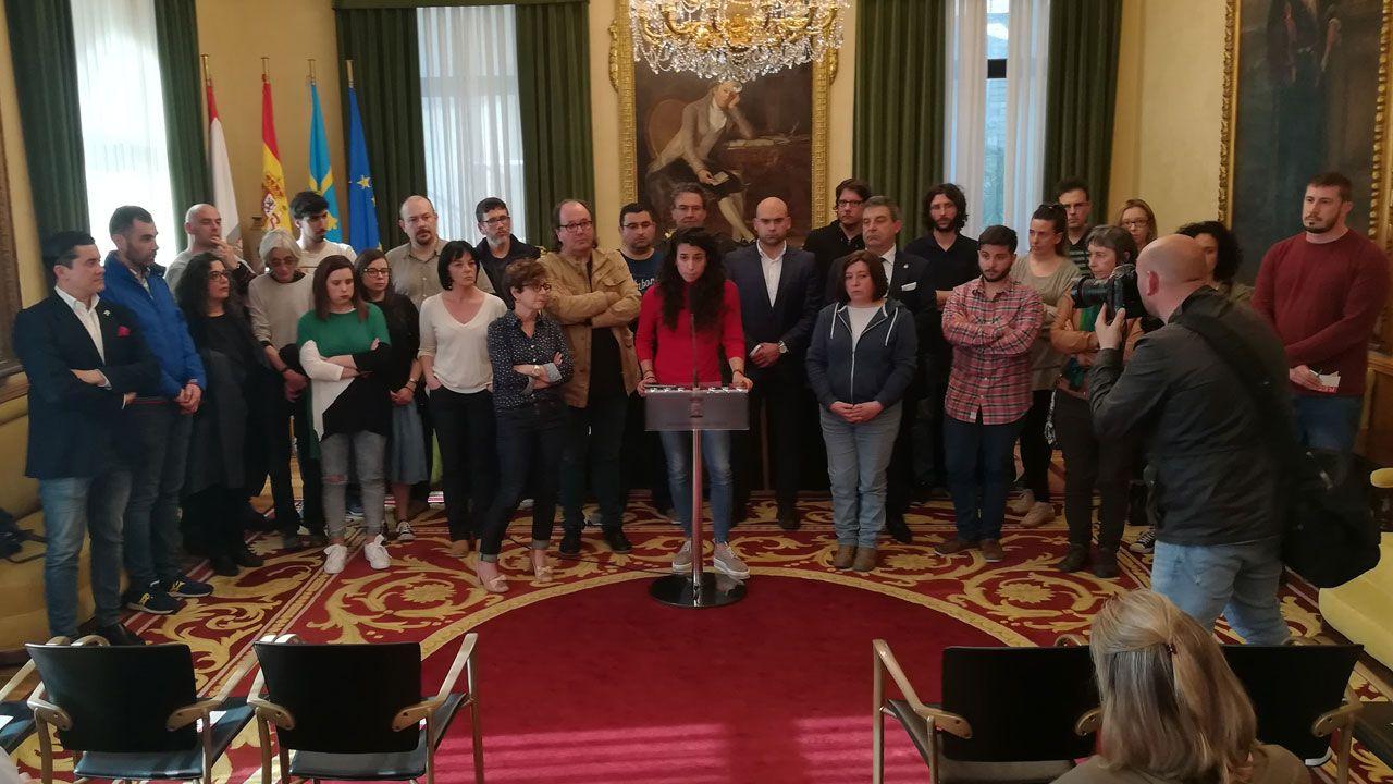 Sara González Lolo lee el manifiesto fundacional del Observatorio contra la Violencia en el ayuntamiento de Gijón