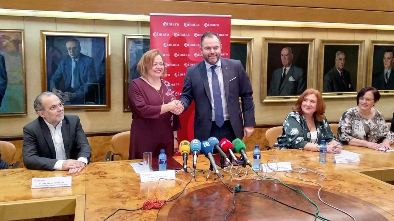La presidenta del CSIC, Rosa Menéndez, y Carlos Paniceres, presidente de la Cámara de Comercio de Oviedo