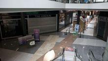Las actuales restricciones obligan a los centros comerciales a cerrar durante el fin de semana