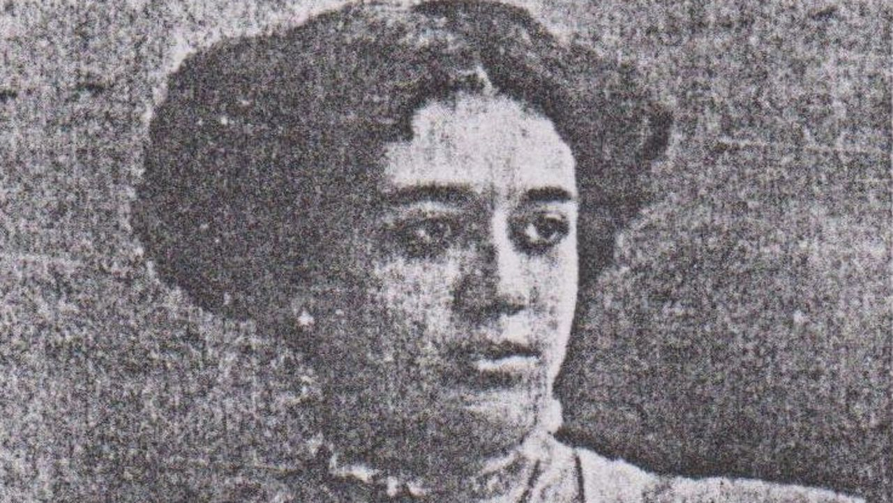 mujeres.MICAELA CHAO MACIÑEIRA. Fundadora de As Irmandades da Fala. Fue la única mujer presente en la reunión donde nació la organización nacionalista y una de las impulsoras de su Sección Feminina que tuvo más de 200 asociadas y de la que fue conselleira primera. Vilar Ponte fue su compañero.