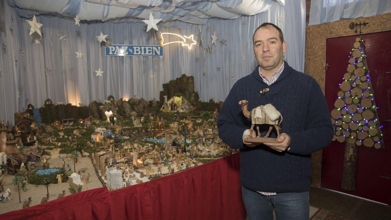 El gran belén que monta cada año José Manuel Barreiro en su casa del barrio de A Milagrosa