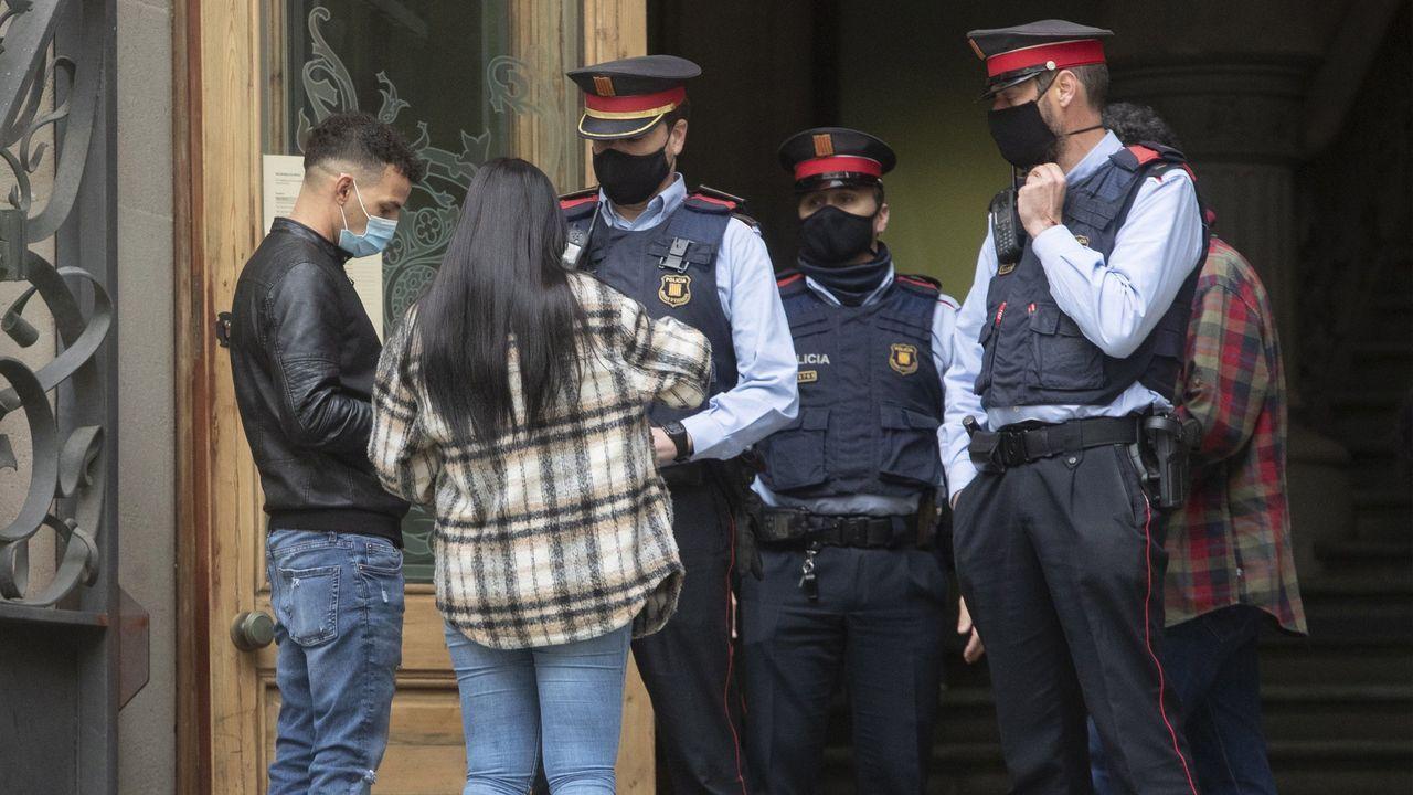 Uno de los supuestos cuatro participantes en la presunta violación múltiple a un joven de 18 años en Sabadelle entra en la Audiencia de Barcelona