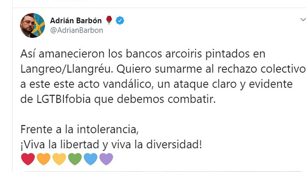 Adrián barbón, twitter LGTBIfobia.El polideportivo de La Felguera ya listo con las mesas y las sillas para la EBAU