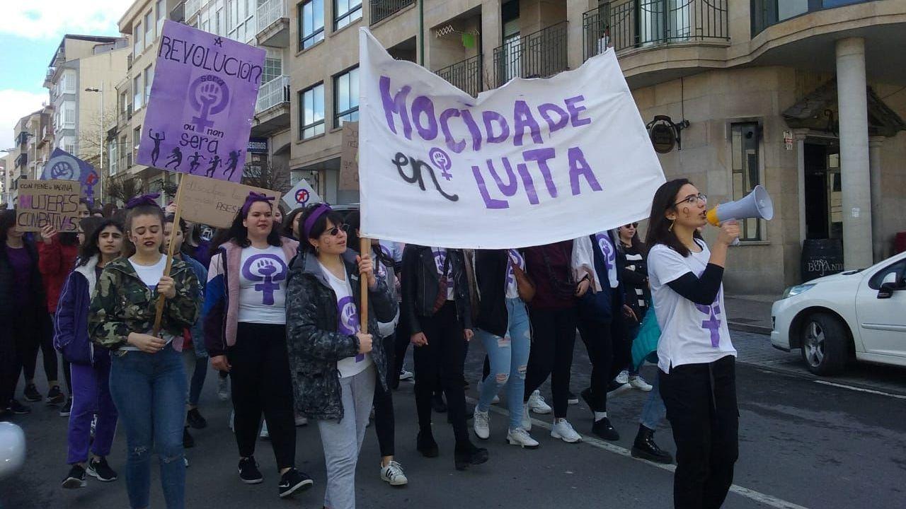 Manifestación 8M en Allariz.Escolares y adultos se manifestaron en esta jornada por los derechos de la mujer.