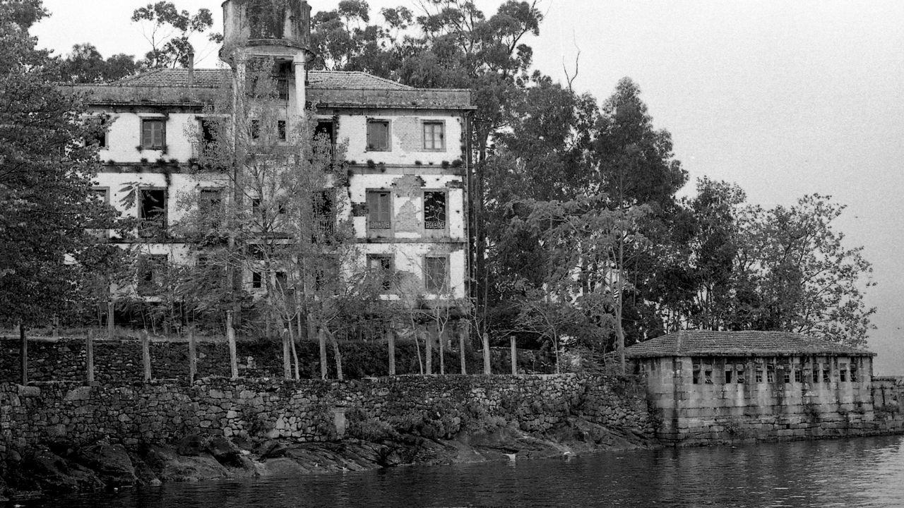 Las huella de Martín Códax en Vigo y su área.As dúas socias do Cúrcuma amosando unha das súas tapas elaboradas