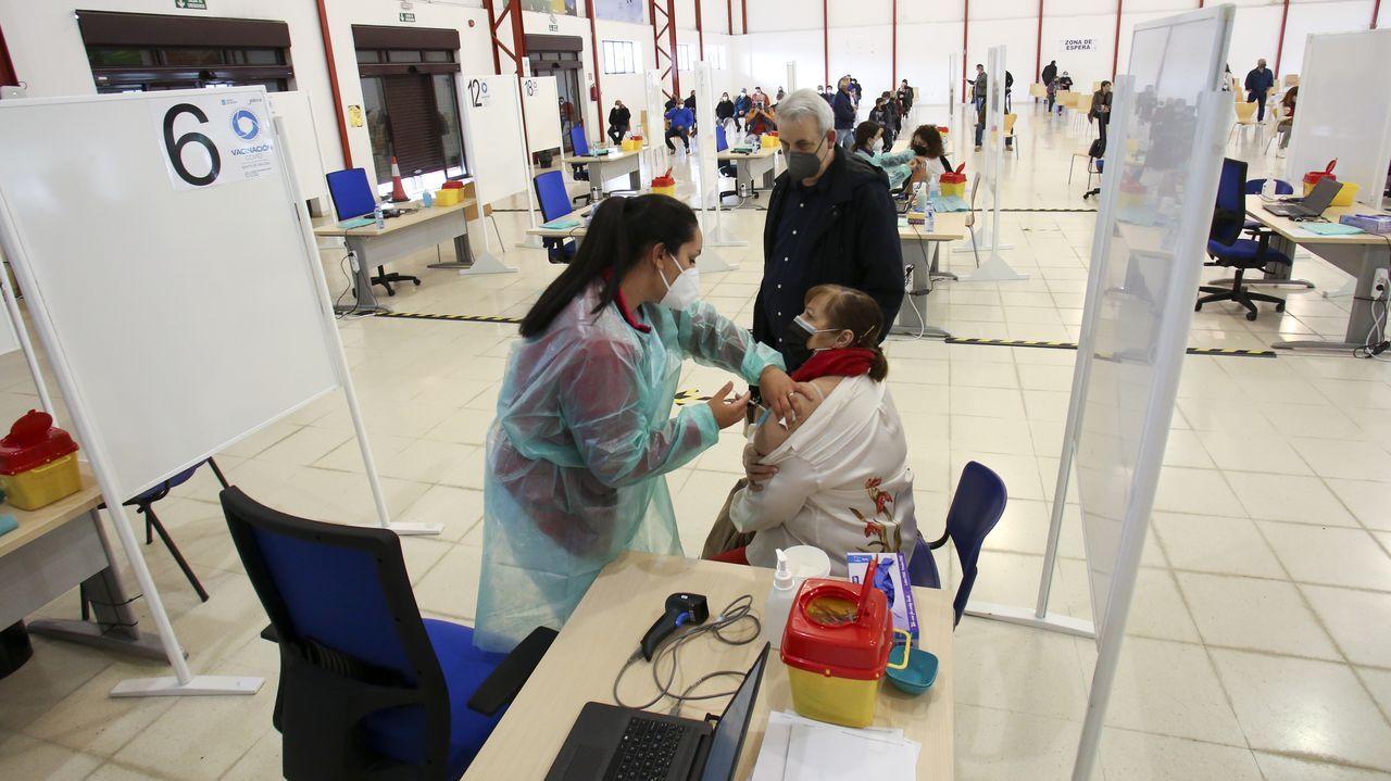 Vacunación masiva en las instalaciones de la Feira de Mostras de Ferrol