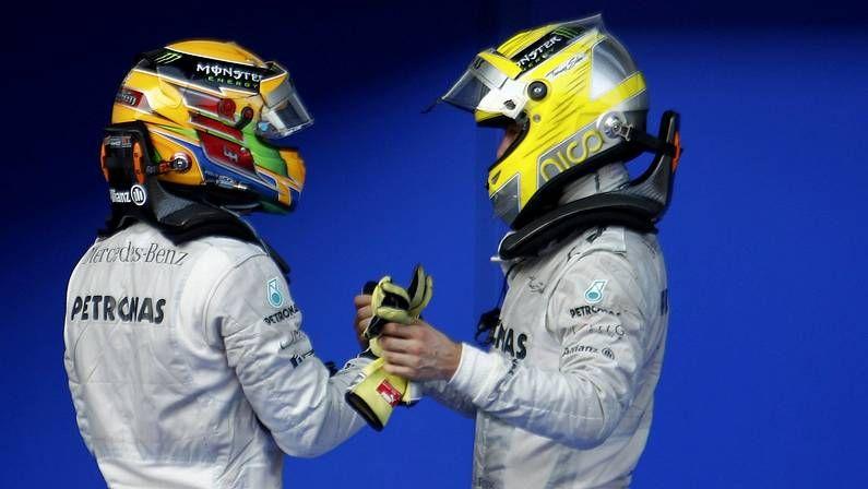 El Gran Premio de China, en imágenes.Hamilton y Reuters, tras la carrera en Sepang