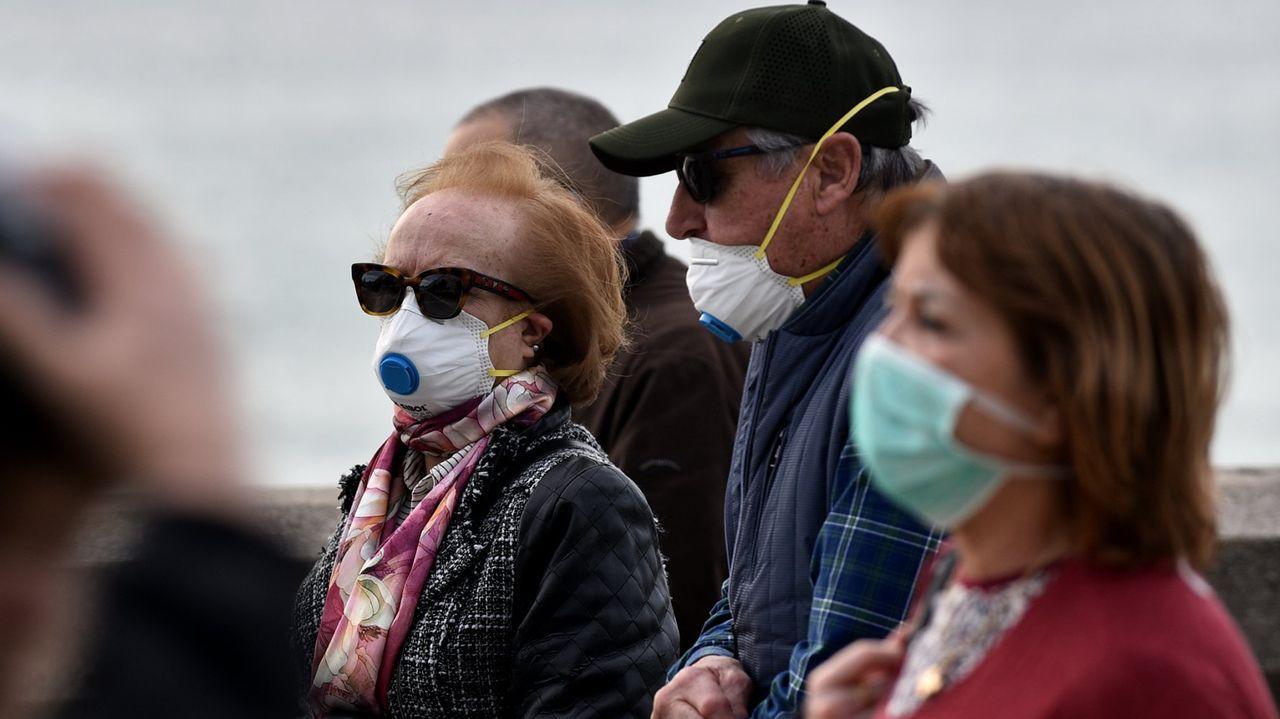 Las mascarillas con válvula, como la de la imagen, no evitan que quien las lleva pueda contagiar a otros