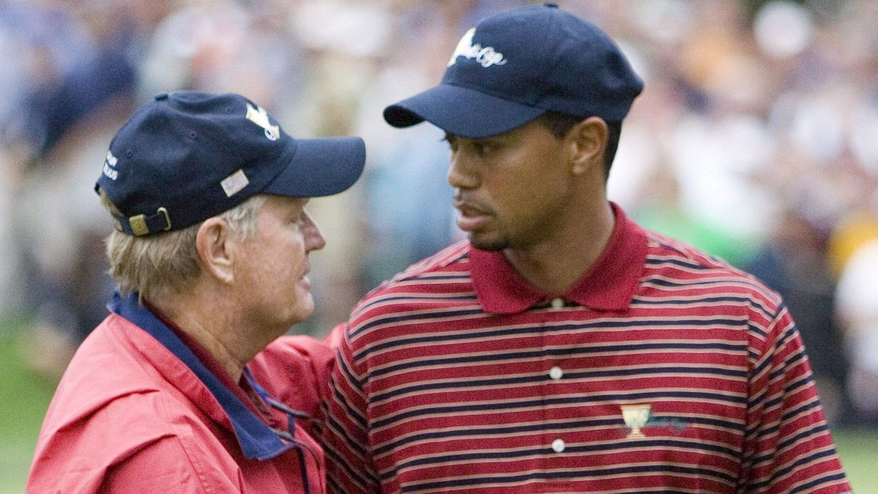 Nicklaus, como capitán de EE. UU. en la Presidents Cup, anima a Woods en el 2005.