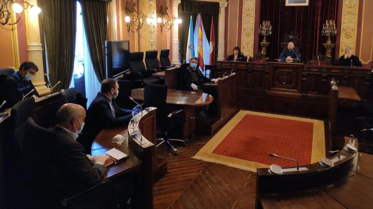 Reunión del alcalde y concejales del gobierno local con representantes de la Asociación de Constructores de Ourense