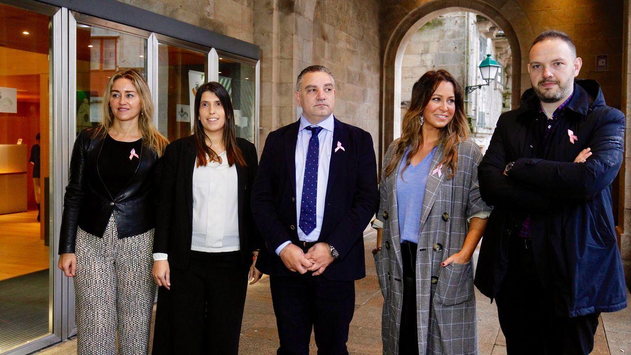 Inés Arrimadas de cañas por Coruña.Laureano Bermejo (en el centro) con los candidatos de las cuatro provincias