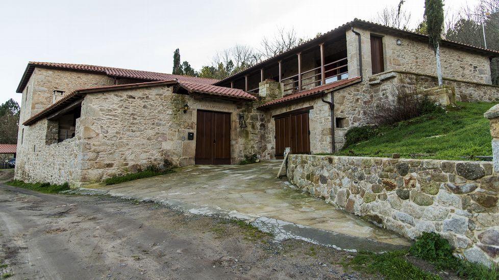 La Casa da Fonte se encuentra en el lugar de Paradela