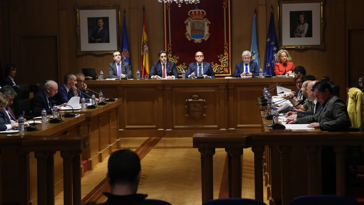 Los emigrantes recogen el premio Ourensanía.Escrutinio del voto emigrante en el 2005 en A Coruña