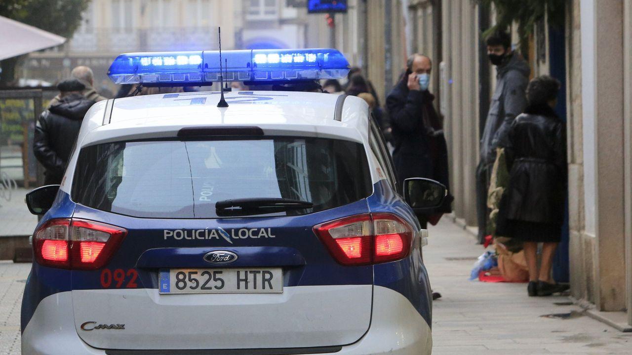 Patrulla de la Policía Local en el centro de Lugo