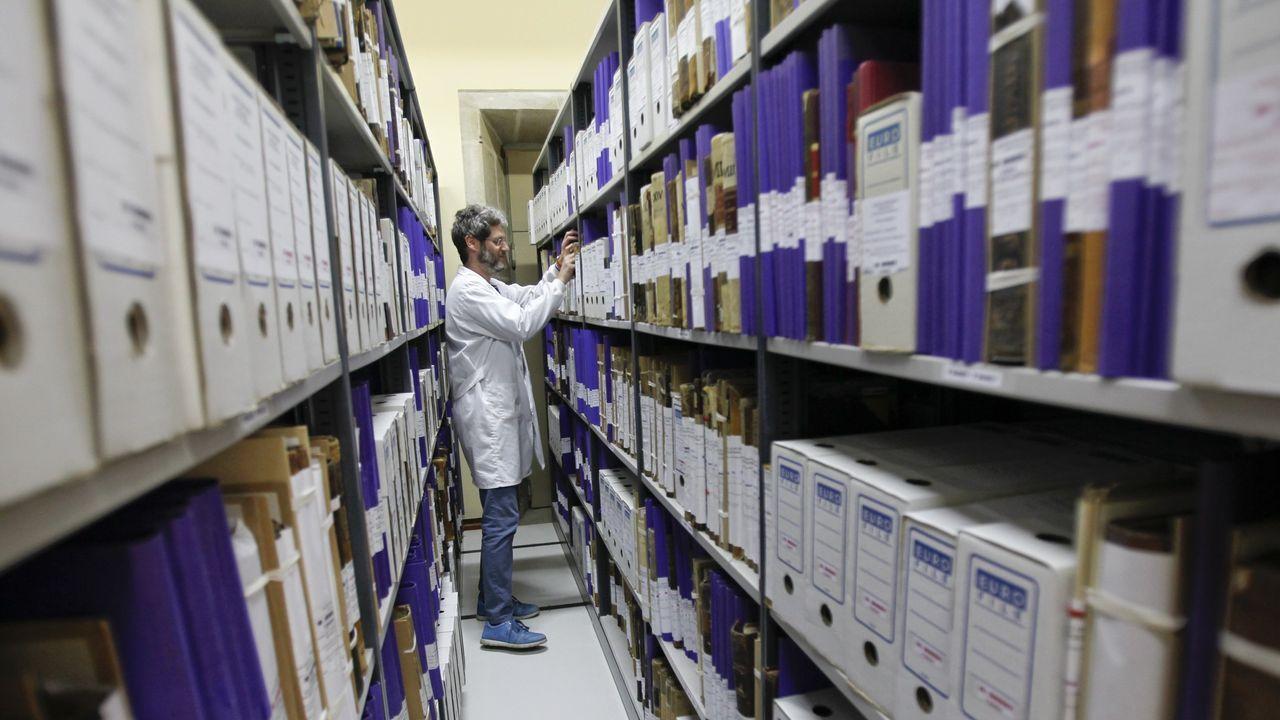 El epidemiólogo Juan Gestal responde: ¿Cuándo podremos volver a la normalidad?.Presentación de la campaña «Merca e gaña» con la presencia del alcalde de Santiago