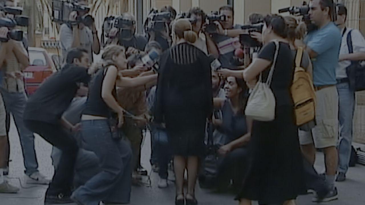 La madre Rocío Wanninkhof, atendiendo a los medios de comunicación.