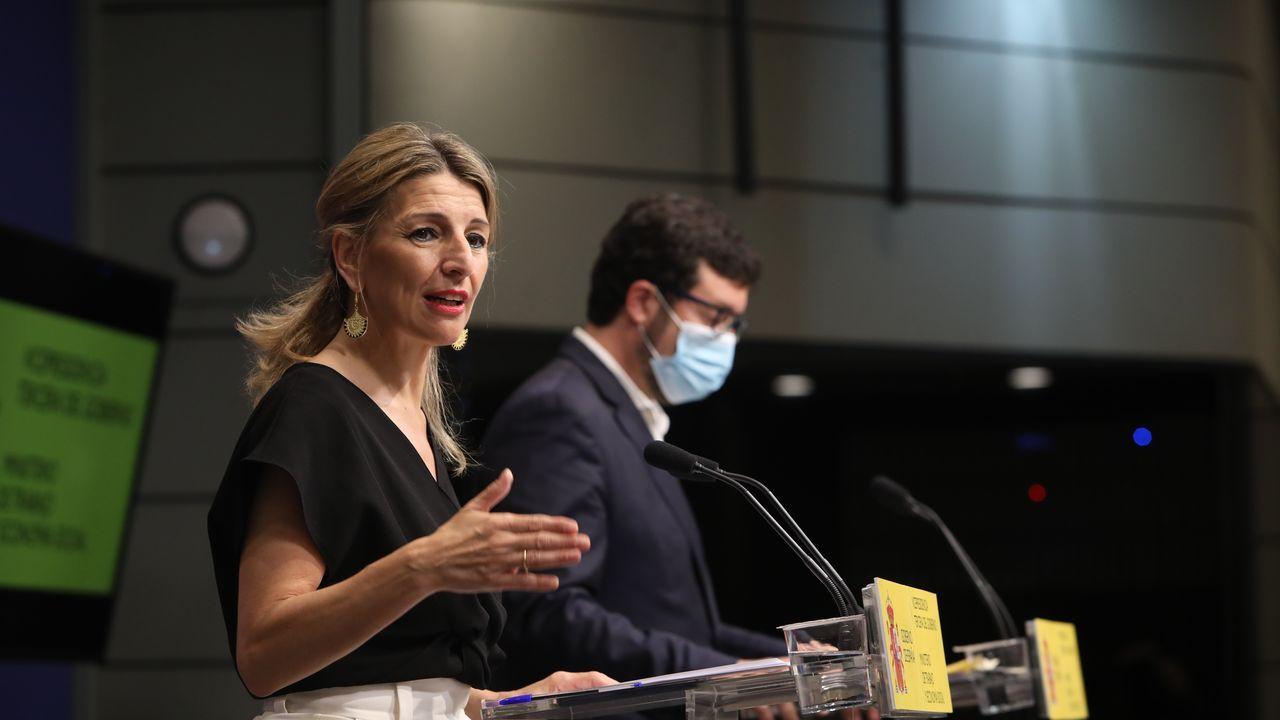 La ministra de Trabajo, Yolanda Díaz, en primer plano, con el secretario de Estado de Empleo, Joaquín Pérez Rey