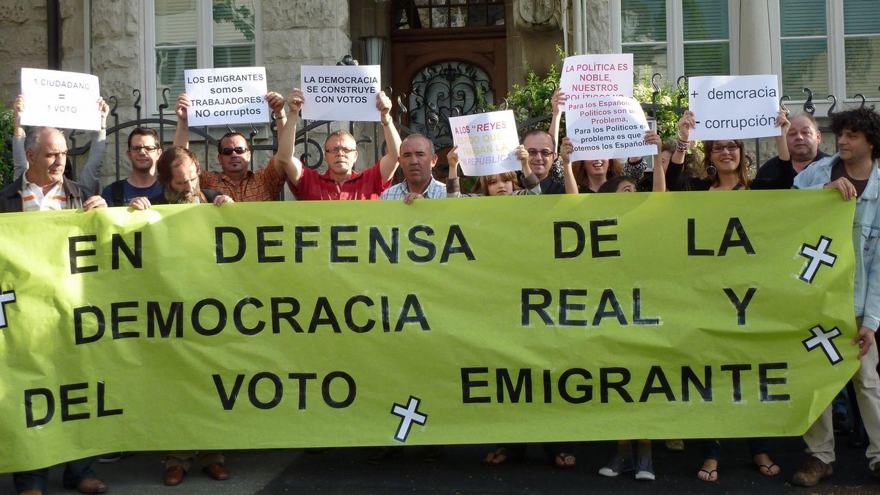 Barcenas Quini Real Oviedo Granada Carlos Tartiere.Inmigrantes venezolanos rebuscan en un vertedero de Paracaima, ciudad brasileña fronteriza