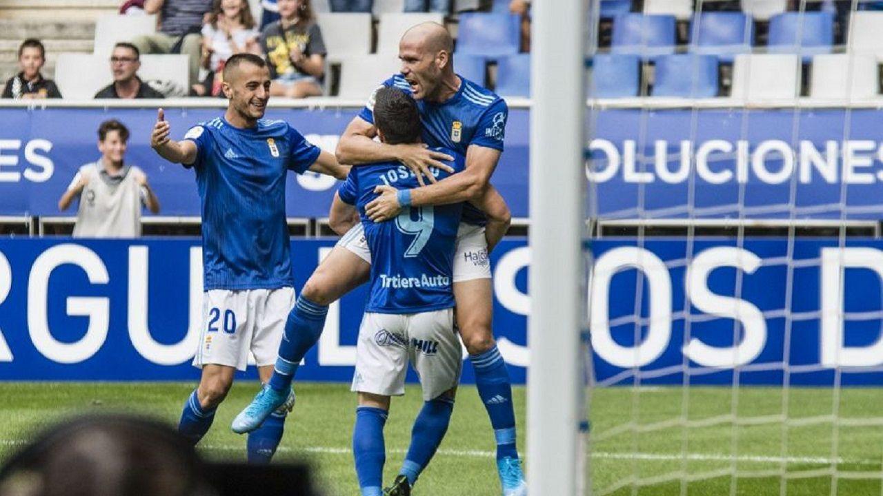 Gol Ortuño Joselu Tejera Real Oviedo Zaragoza Carlos Tartiere.Ortuño celebra su tanto con Joselu y Tejera