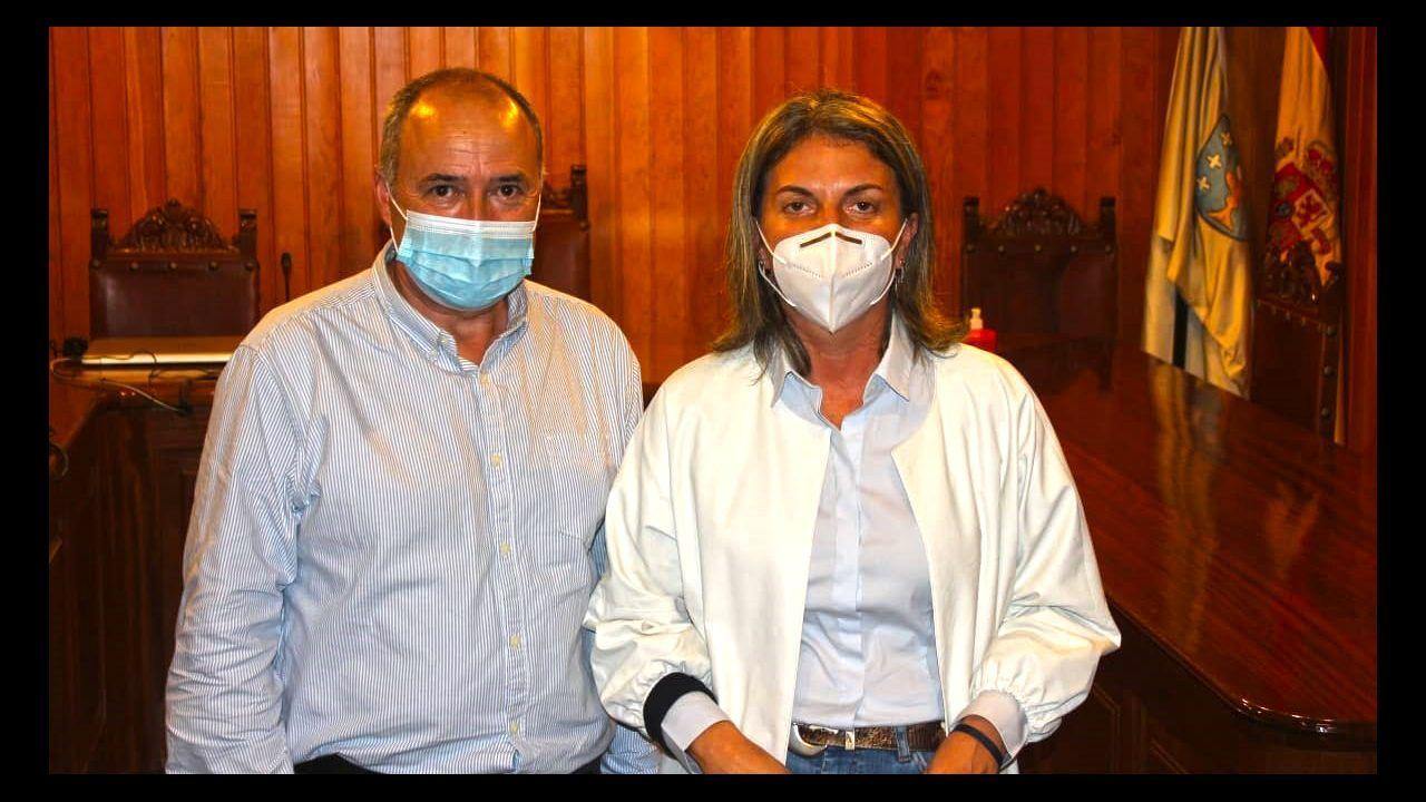 El alcalde de Moraña, José Cela (PP), con su antecesora en el cargo, Luisa Piñeiro, en una imagen de archivo