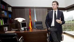 Feijoo, que luce una corbata negra por el funeral de Díaz Pardo, se felicita por que la oposición le pida que agote la legislatura.