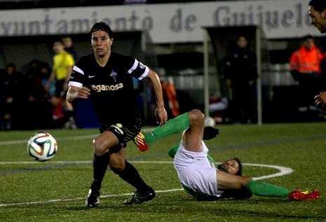 El Racing perdió en Guijuelo por el árbitro y también por la mayor intensidad de su rival.