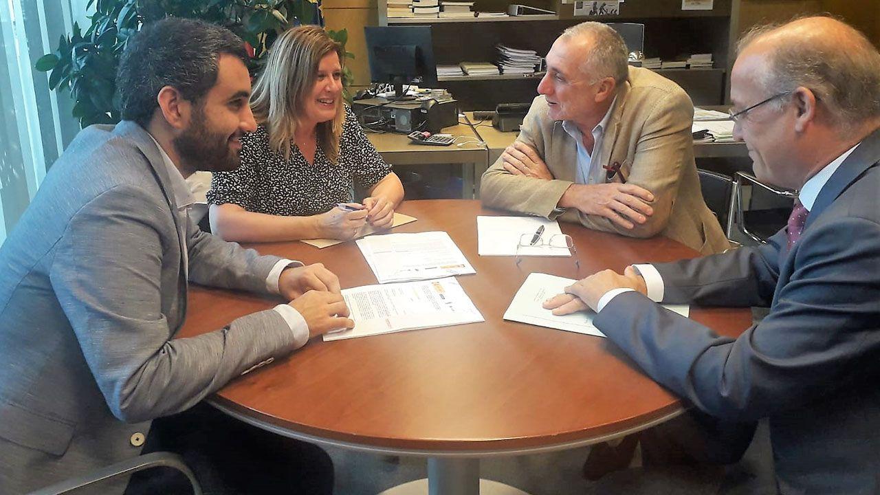 Reunión de la alcaldesa de Langre, Carmen Arbesú, con la Consejería de Infraestructuras