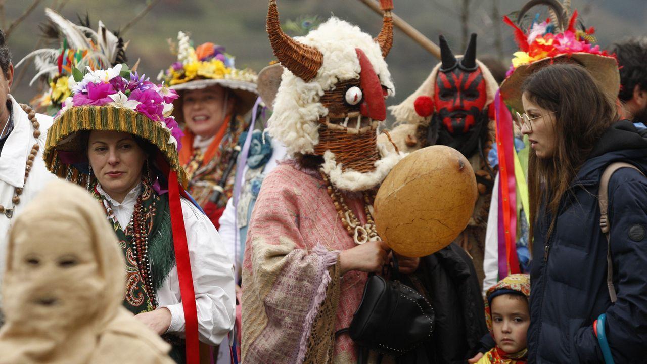 Máscaras en Santiago de Arriba en la celebración del Domingo Lambedoiro
