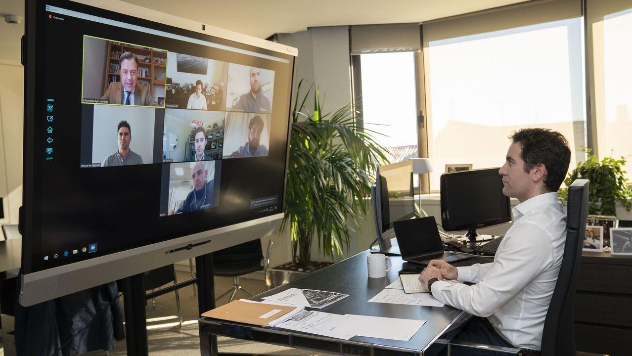 García Egea, en una reunión por videoconferencia con el presidente de la Comunidad de Murcia y fabricantes del sector del mueble que han reconvertido sus negocios para elaborar mascarillas