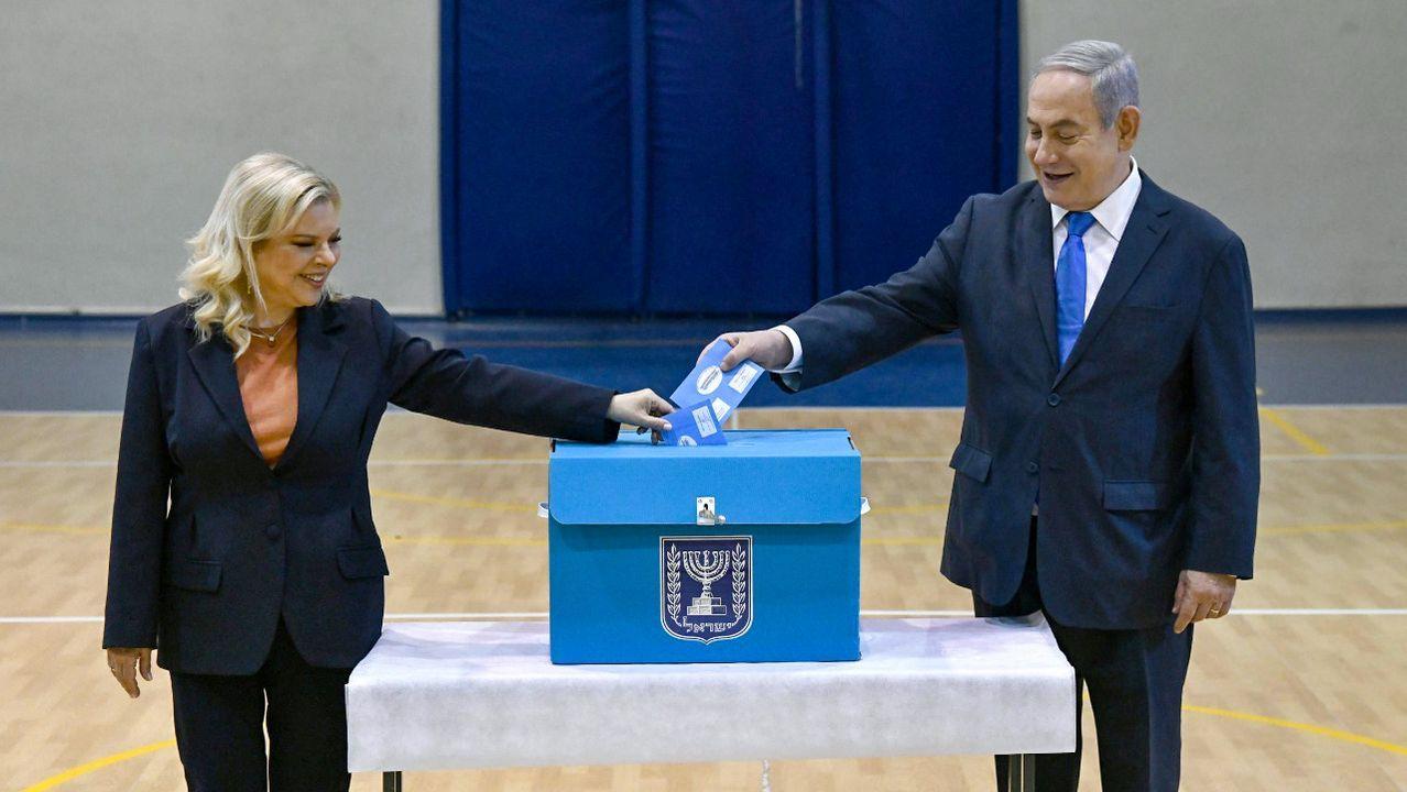 Netanyahu votó acompañado de su mujer