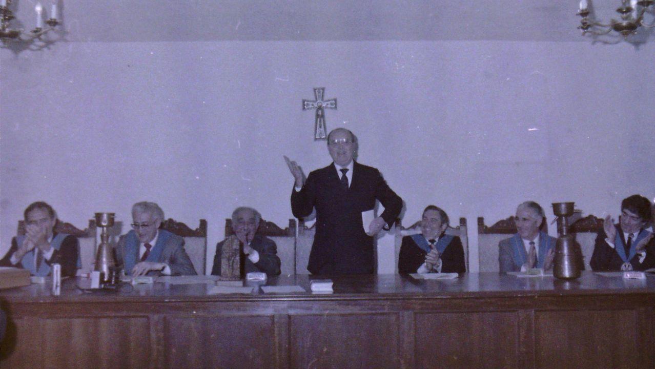 Emilio Pérez Touriño saluda, como presidente de la Xunta, a Fernández Albor