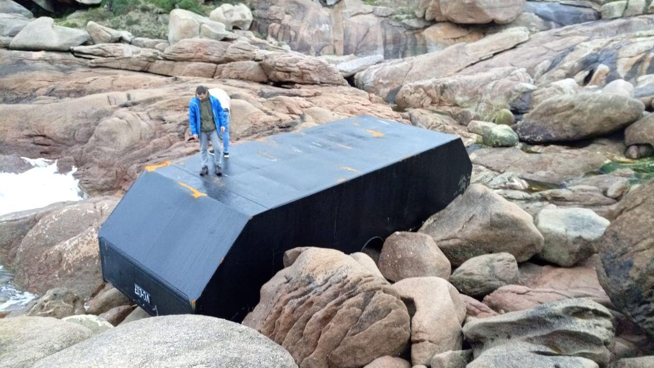 Llegada del cuerpo del marinero desaparecido en Ons a Cabodeiro