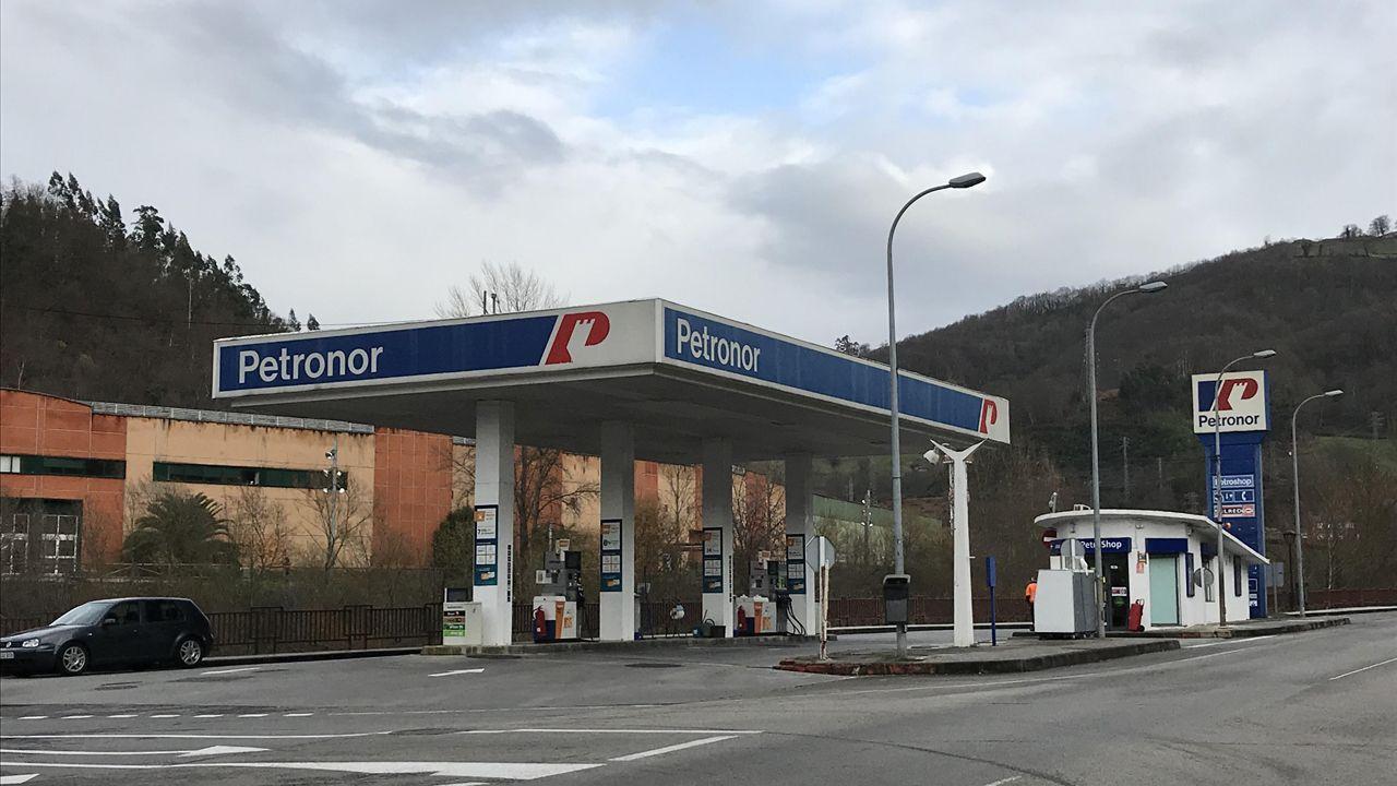 Manchas de aceite.Gasolinera de El Entrego