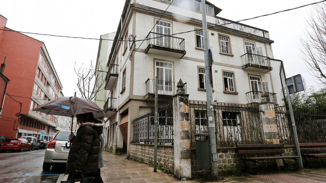 Hasta en casas baratas.Rúa Pontevedra-Concepción Arenal. Aunque no forma parte de las edificaciones que ideó Maquieira sí se encuentra en el barrio. Una enorme casa, que llegó a tener una peletería en el bajo, y en la que hubo un incendio el pasado día 3.